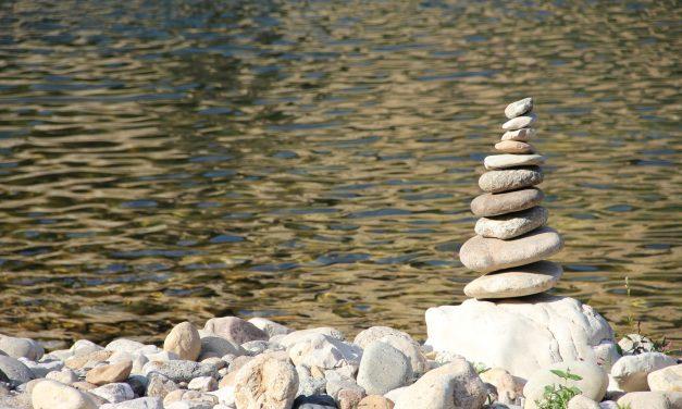 A Piedra folyó partján ültem….